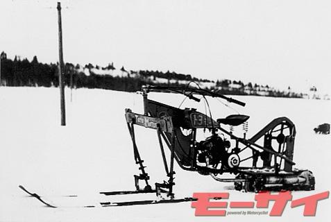 トヨモータースノーバイク(試作車、1951)。スノーモービル的な発想の元、新潟、岐阜でテストされたが、生産には至らず。