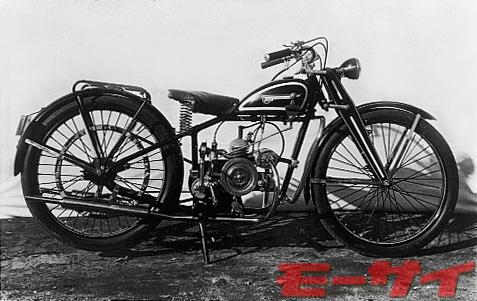 トヨモーターBS型(試作車、1951)。トヨモータース製モータサイクルの試作1号車(?)。単気筒2本出しマフラーが特徴的。