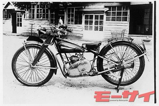 トヨモーターCHT型(1951)。HSの普及版だが、ガーターフォークの採用、一時駆動にVベルトを使用するなど、HSからの変更個所は多い。