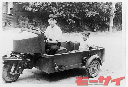 トヨモーター試作3輪車(1952)。駆動系が前輪にまとまった三輪車で、大きな荷台が特徴。残念ながら市販はされていない。