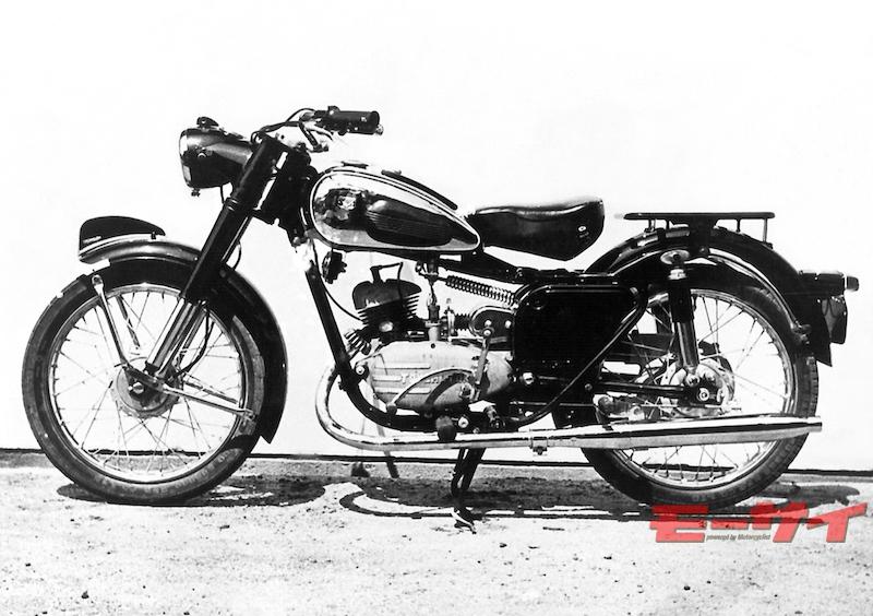 トヨモーターFF型(1956)。単色のボディカラーにメッキ側板というオーソドックスな実用車スタイルにまとめられた1台。エンジンは180cc。
