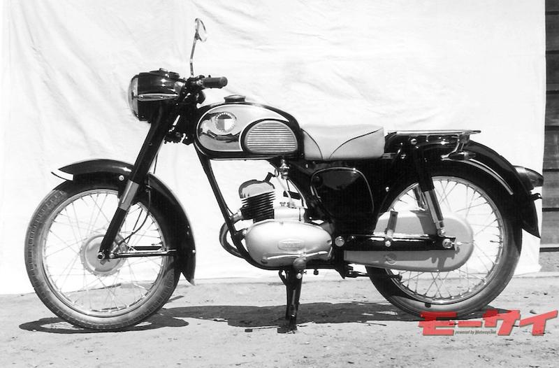 トヨモーターFHA型(1958)。ボア・ストロークはFE型などの従来の125ccモデルと同様ながら、出力・トルクともに若干パワーアップしている。