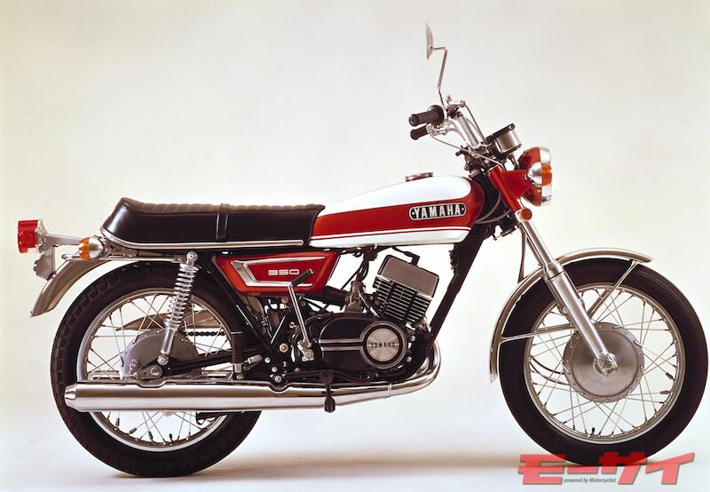1970年にスポーツR3からバトンタッチする形で登場したRX350。ボア・ストロークは前モデルから変更され、ストロークは250ccモデルのDX250と共通。