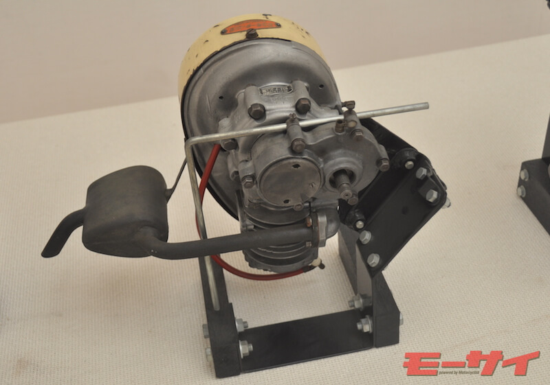 BSモーター31型(39cc)。 シリンダーが下向きなのが特徴的だが、これは同機のみならず、BSモーター全般の特徴。