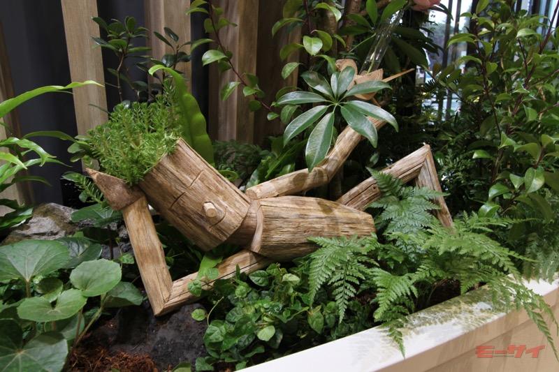 所々に木で作られたオブジェが飾られており、これがまたくつろぎ空間の演出にひと役買っている。あぁ、癒される……。