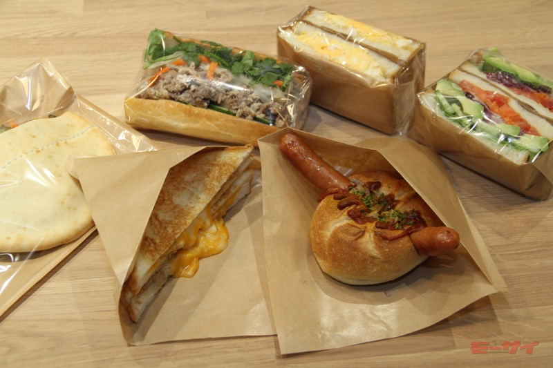 サンドウィッチは5カ国6種類。ちなみにオープン初日のお昼はベトナムをコンセプトにした「牛肉のバインミー」が人気だったそうな。