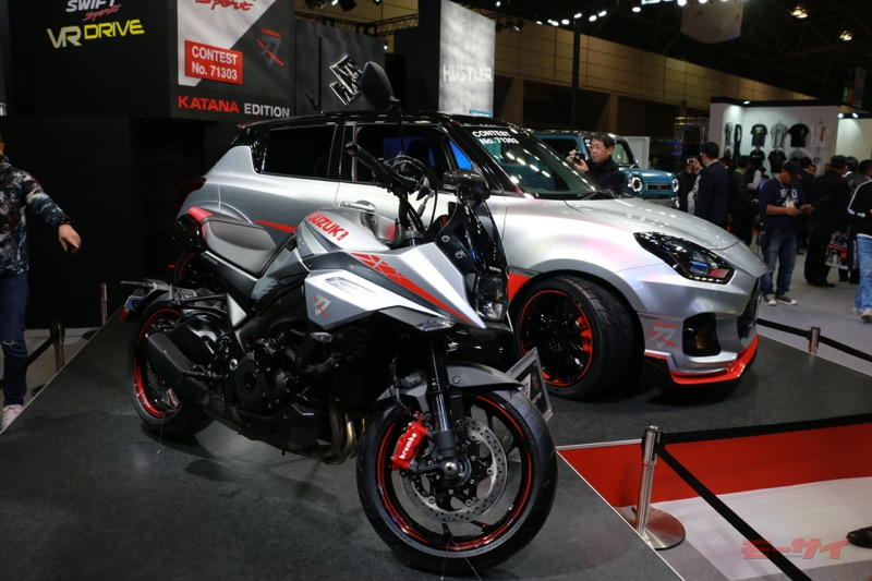 シルバーの車体色をベースに、赤いラインやブラックのパーツで精悍なイメージにまとめられたスイフトスポーツ カタナエディション。