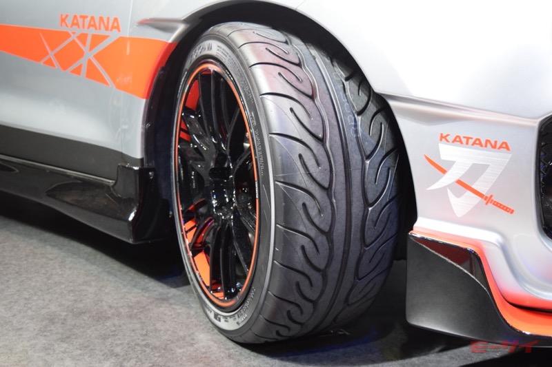 タイヤはヨコハマタイヤのハイグリップスポーツタイヤ「アドバン・ネオバ」。