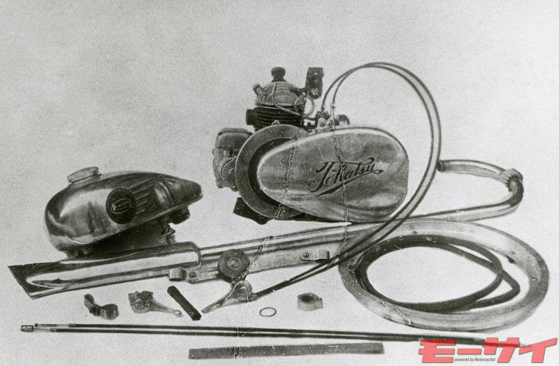 タンクやマフラーなどをセットにした原付きエンジンキットのTFL型。エンジンは大戦時の陸軍戦車の充電用エンジンをベースにしている。