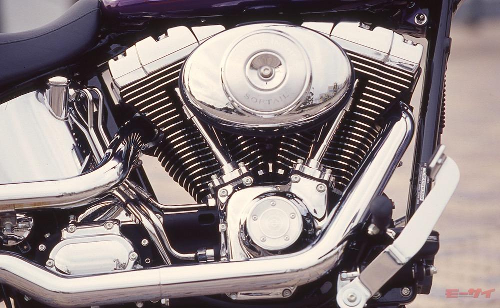 エンジンは1450cc空冷V型2気筒「ツインカム88B」。2007年型は1584ccの「ツインカム96B」となる
